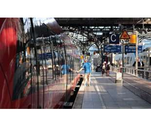 Raport POBP o parkowaniu przy dworcach kolejowych